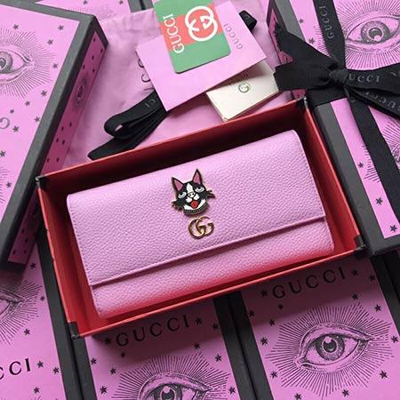古驰钱包是漂亮而充满活力的系列 采用最活泼的色彩设计